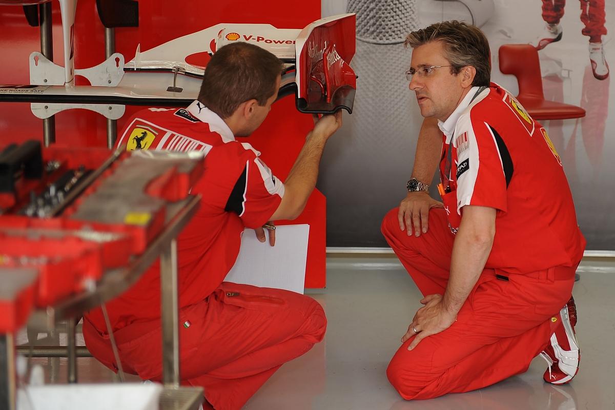 Ferrari odslovil Frya in Tombazisa