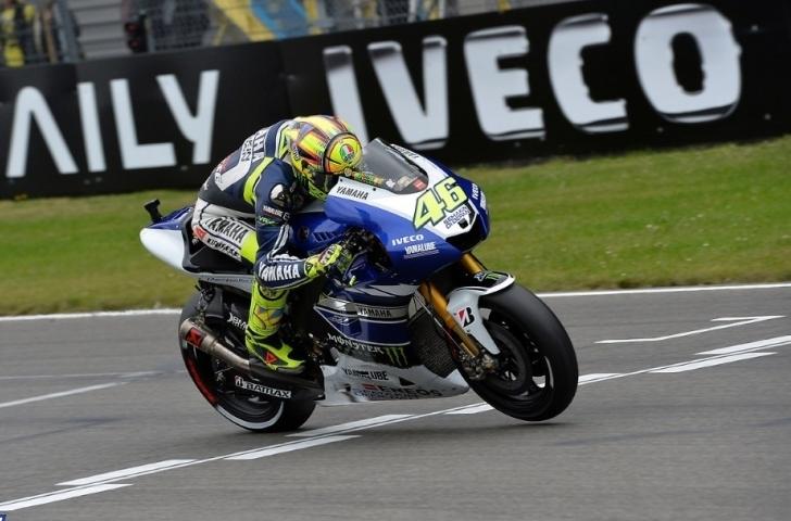 Rossi dobil ogrevanje, Lorenzo spet v sedlu