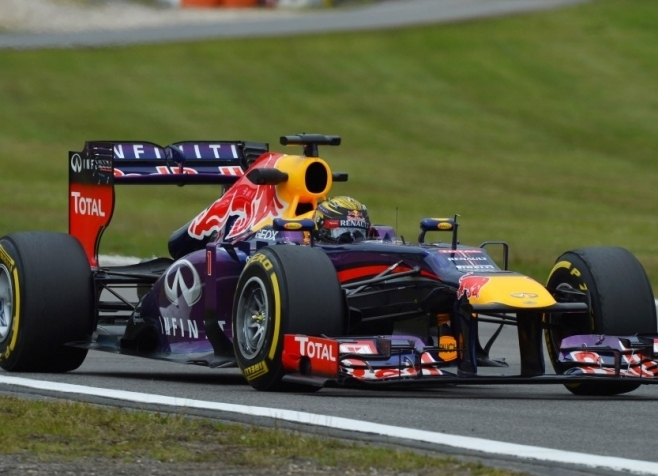 Vettel z veliko prednostjo najhitrejši na zadnjem treningu