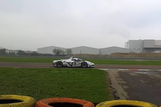 VIDEO: Ferrarijev V6 motor že na stezi