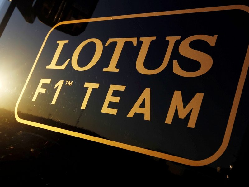 Lotus k Mercedesu