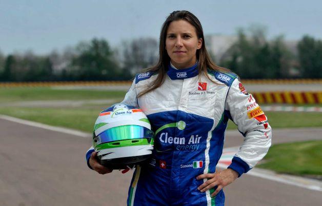 Simona prvič zapeljala dirkalnik formule ena