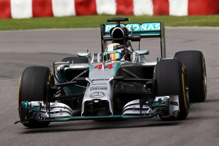 Hamiltonu drugi trening, Vettel spet blizu