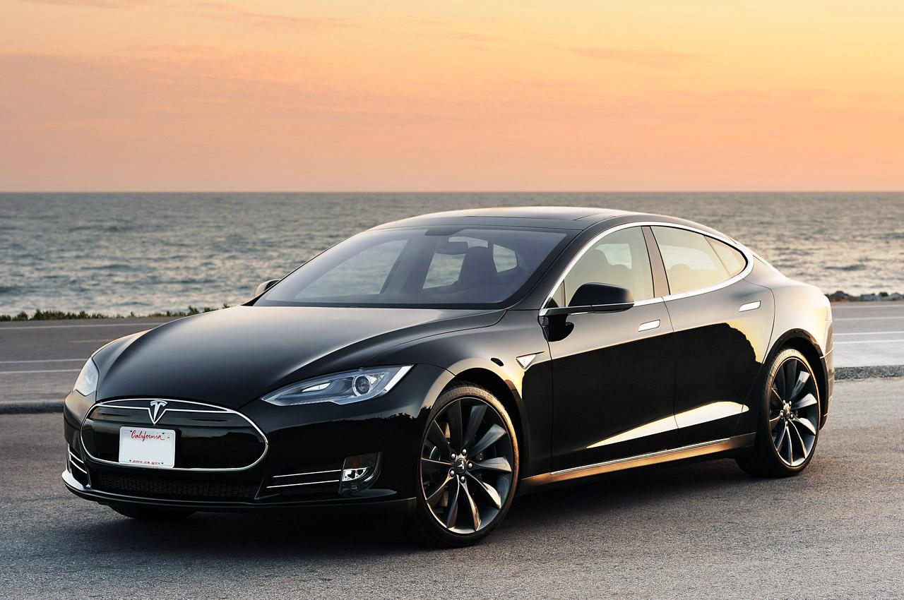 Tesla P85D osupne pri pospeševanju