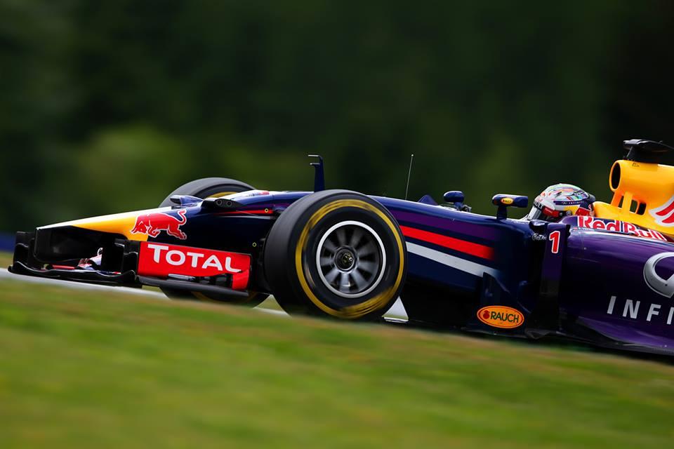 Mercedes in McLaren snubita Vettla