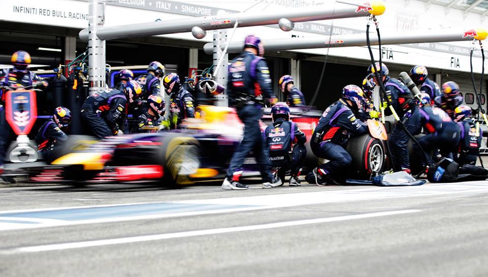 Ricciardo po trčenju Mercedesov znova zmagal