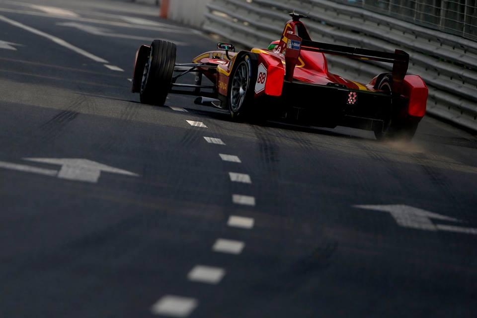 VIDEO: Posnetek celotne 1. dirke Formule E!