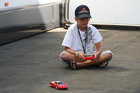 Še en Vettel stopil na dirkaško pot