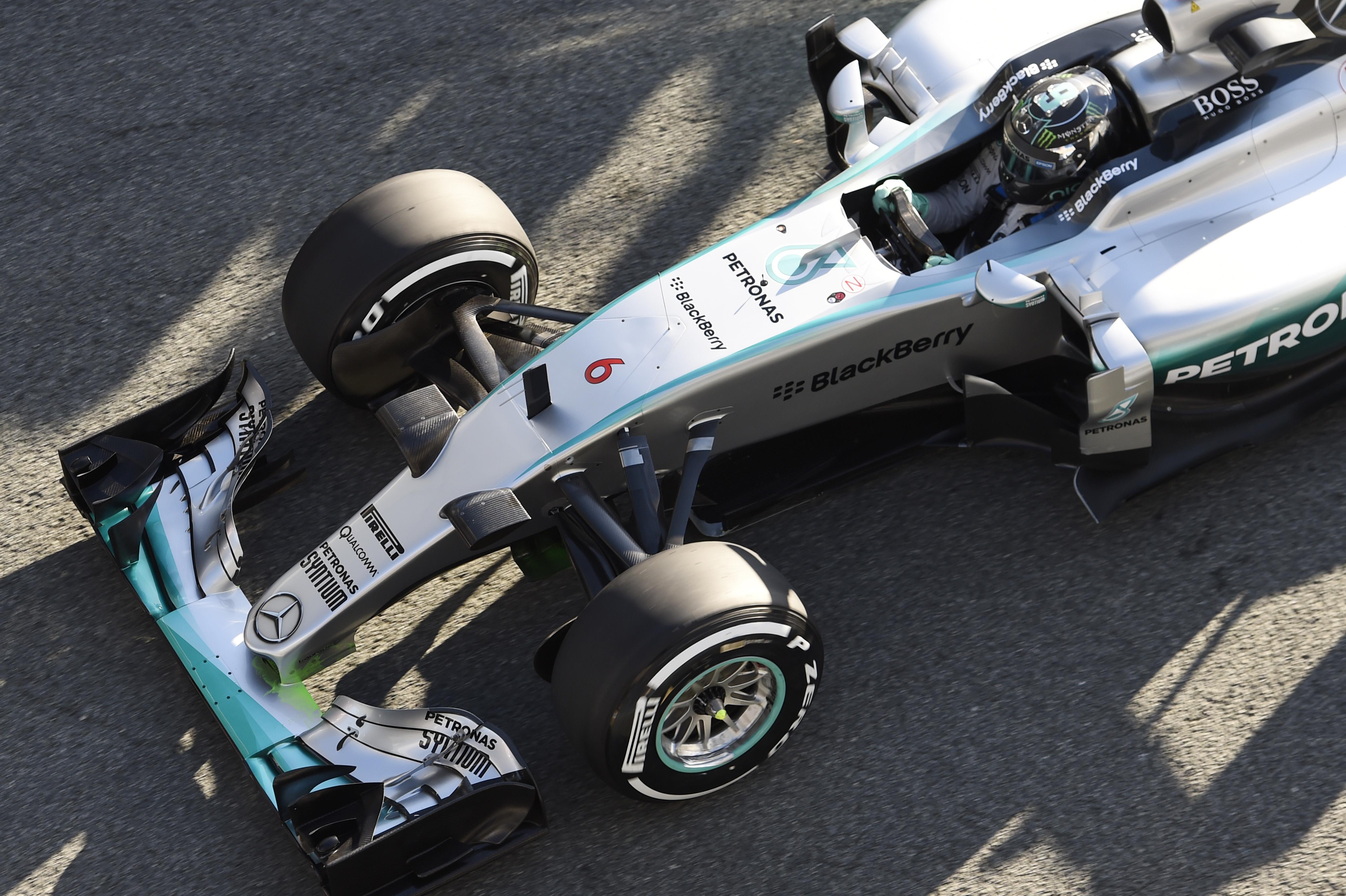 Dopoldan na vrhu Mercedes