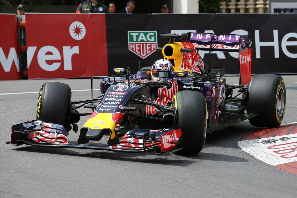 Ricciardo se ne pogovarja s Ferrarijem
