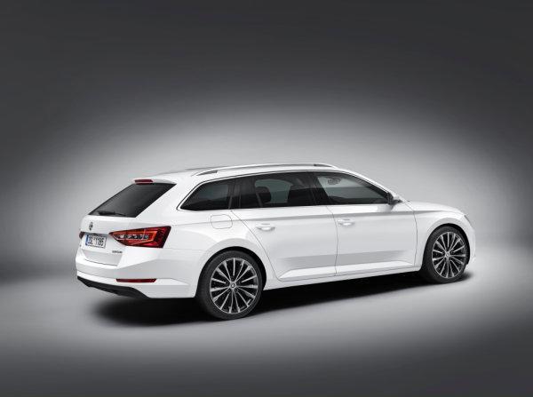 Prihaja novi Škoda Superb
