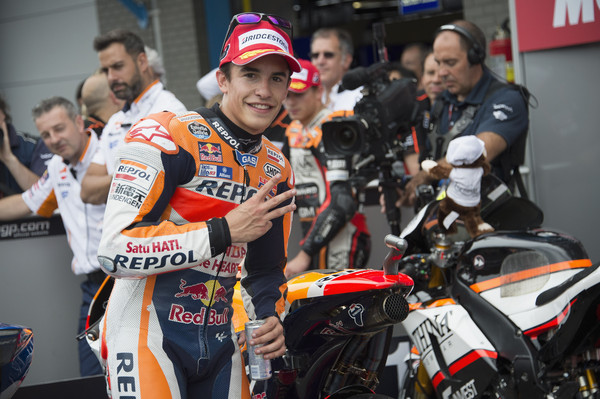 Po padcih Rossija in Lorenza je Marquez postal svetovni prvak 2016
