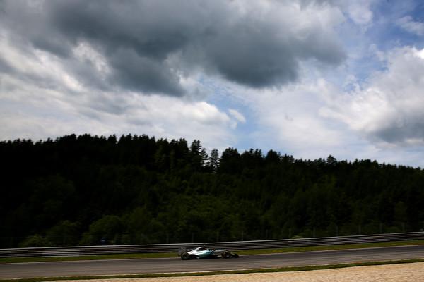 Mercedes spet na vrhu