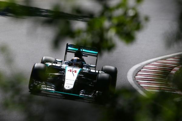 Hamilton pred Rosbergom in Raikkonenom
