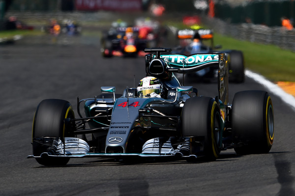 Hamilton zmagal, Vettel ob stopničke