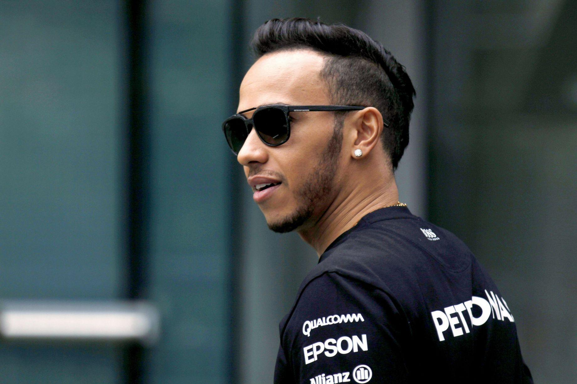 Rossi in Lorenzo bi Hamiltonu odstopila motocikel