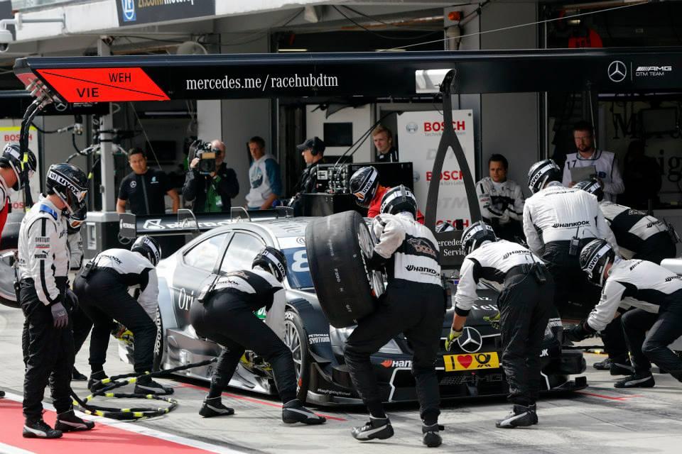 Ekstrom kritičen do Mercedesa