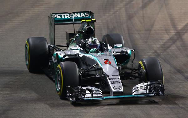 Rosberg prvi, Vettel izpadel že v prvem krogu