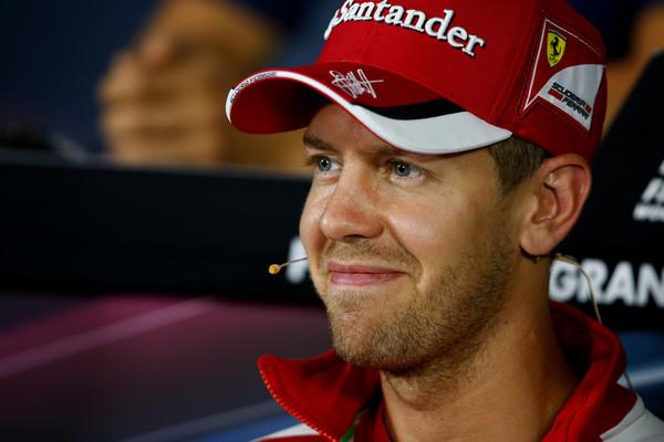 Vettel: Žal mi je za Kvyata