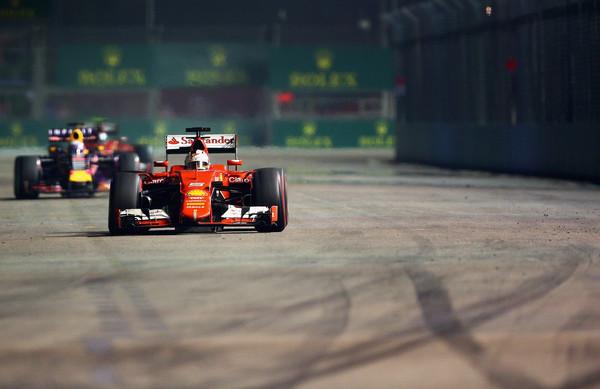 Vettel zmagovalec dramatične dirke v Singapurju
