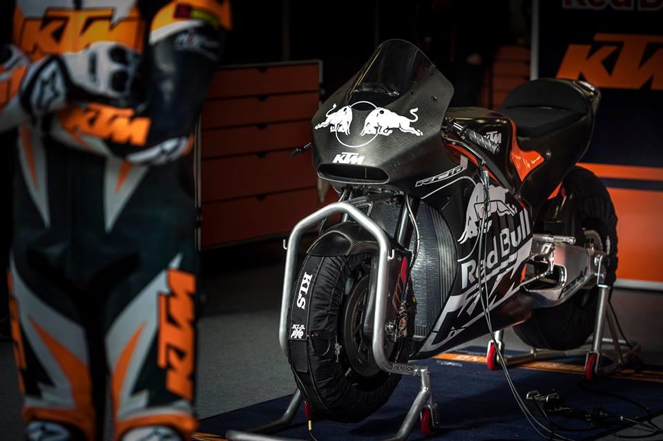 KTM-ov MotoGP dirkalnik že na stezi