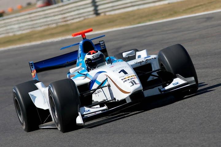 Lorenzo bi rad dirkal v formuli ena