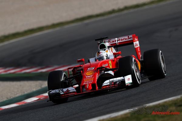 Vettel najhitrejši na prvem dnevu testiranj v Barceloni