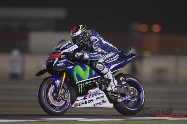 Lorenzo sezono začenja s prvega mesta, Rossi peti