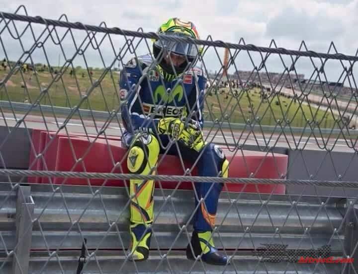 Rossi prevzel krivdo za padec