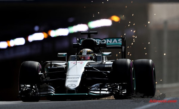 Hamiltonu prvi trening v Monaku