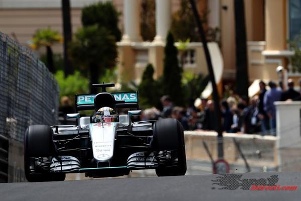 Hamilton v Monaku do prve letošnje zmage