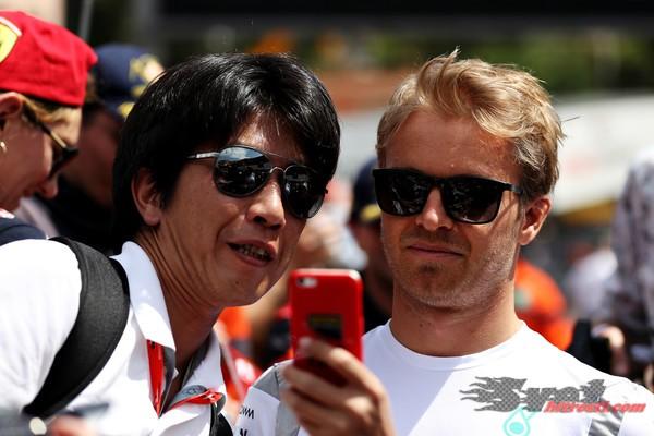 Mercedes hoče, da Rosberg ostane