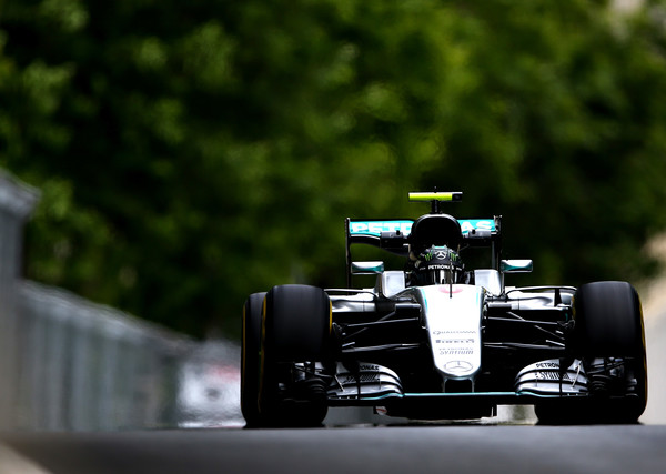 Rosbergu najboljši štartni položaj, Hamilton v zidu