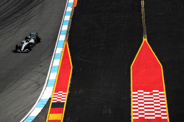 Rosberg najhitreje začenja vikend v Nemčiji