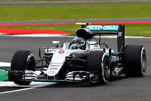 Rosberg najhitrejši na prvem treningu v Suzuki