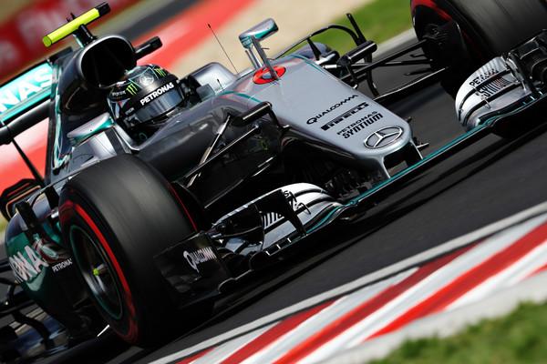 Rosberg za las pred Verstappnom