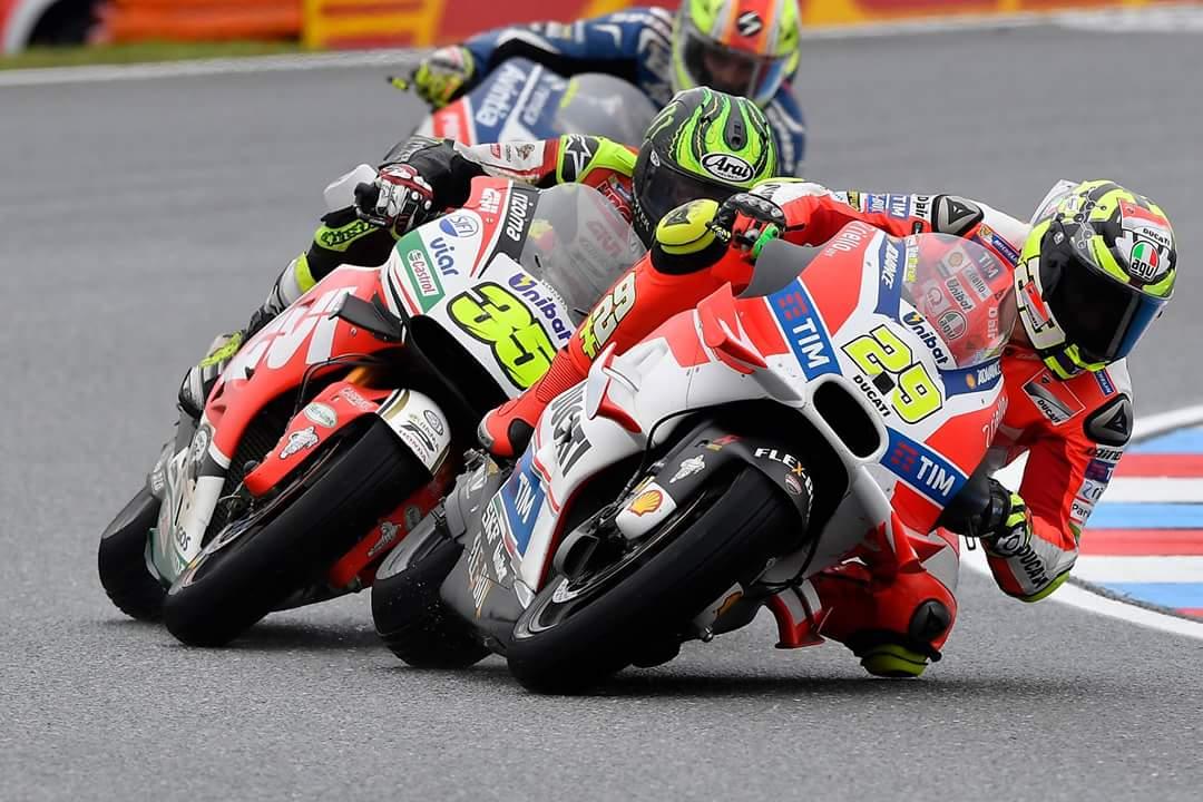 Po težavah Lorenza, Iannoneja in Doviziosa, dirkačem na voljo srednje trda guma