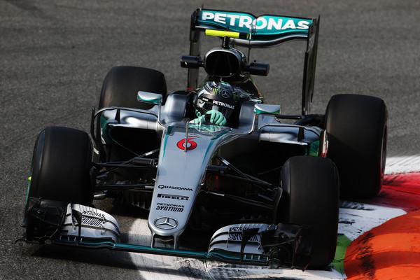 Rosberg z zmago v Monzi zmanjšal zaostanek v prvenstvu