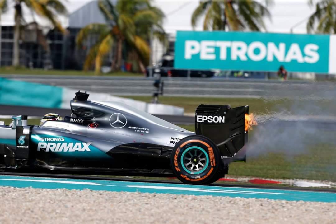 Mercedes odkril vzrok okvare Hamiltonovega motorja