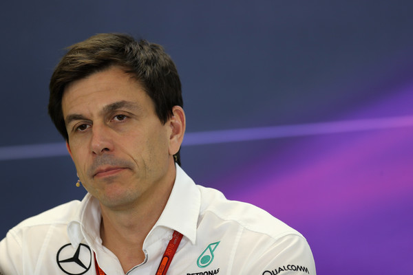 Wolff: Morda želi Lewis dirkati za Hornerja