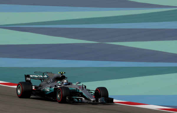 Bottas prekrižal načrte moštvenemu tekmecu Hamiltonu