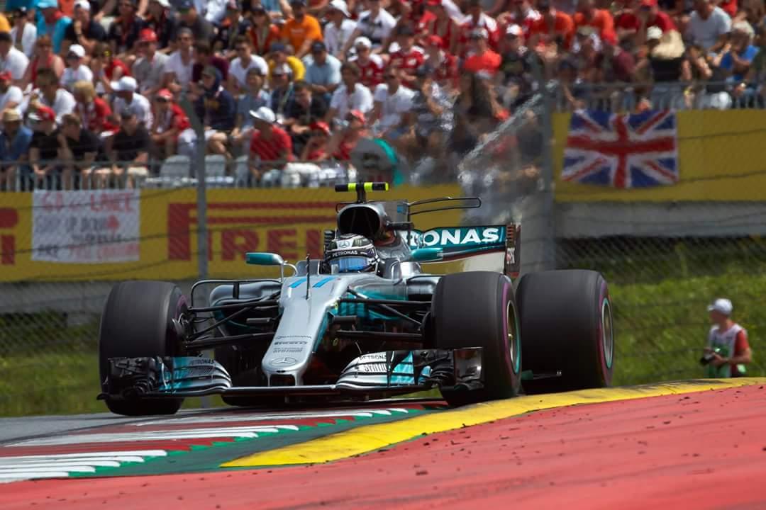 Bottas najhitrejši izmed dominantih Mercedesov
