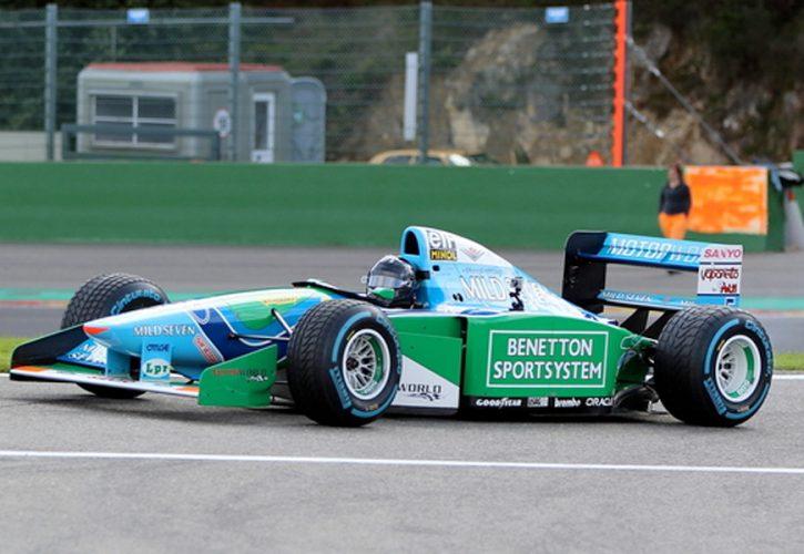 Mick Schumacher za volanom očetovega Benettona