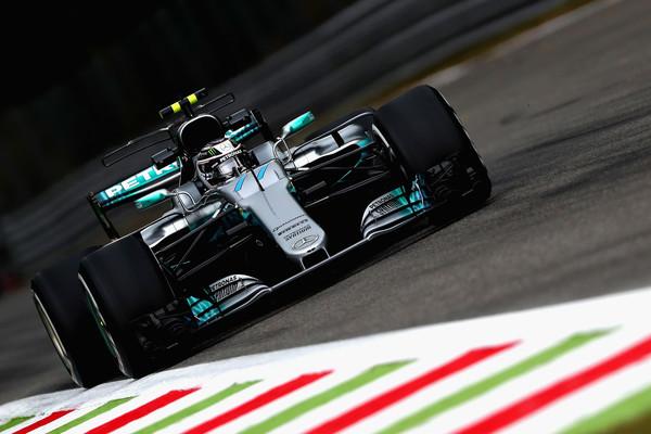 Mercedesa najhitrejša na petkovih treningih