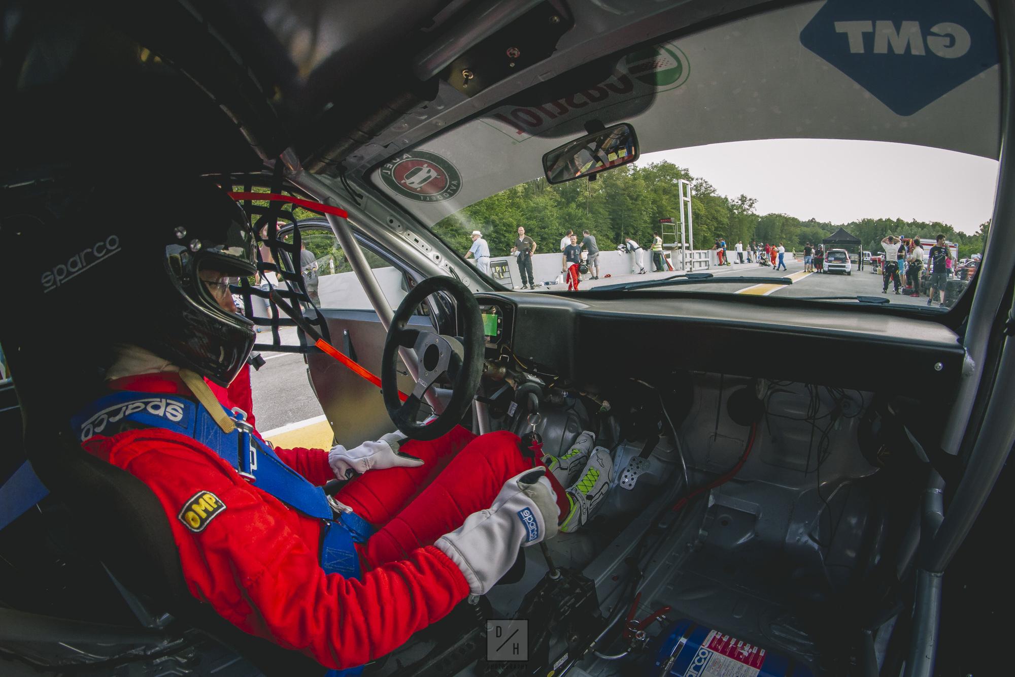 Kdo hoče sesti za volan dirkalnika?