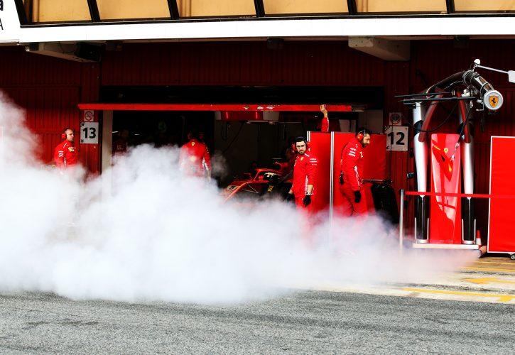 Ferrarijev dirkalnik na stezi še pred prvimi testiranji