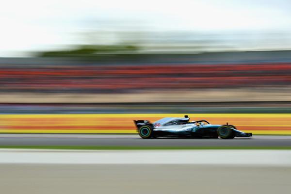 Hamilton najhitrejši v Španiji, dvojna zmaga Mercedesa