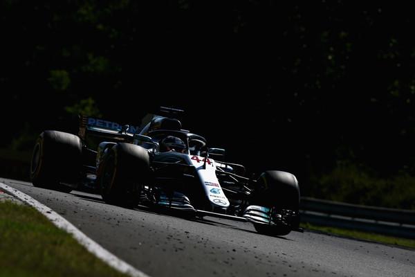 Hamilton najhitrejši na Hungaroringu