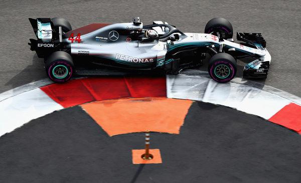 Hamilton najhitrejši na drugem treningu