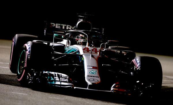Hamilton dobil kvalifikacije v Singapurju